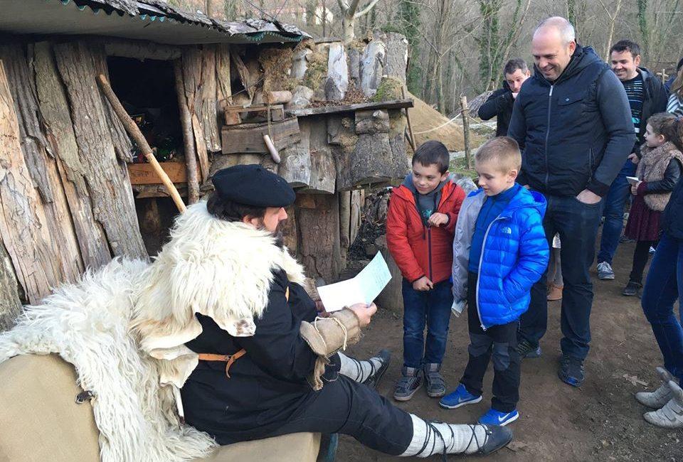 Olentzero en Irrisarri Land recogiendo las cartas de l@s niñ@s