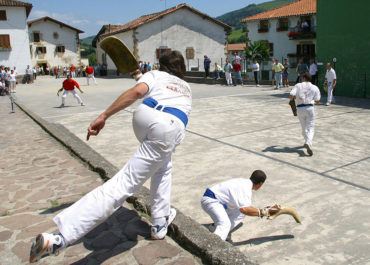 Laxoa, pelotazos de historia, tradición y deporte
