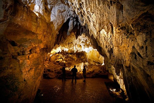 cuevas-ikaburua